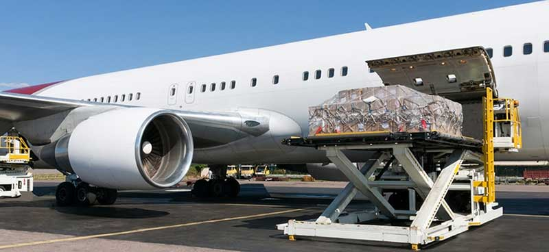 Aeroplane transports air cargo